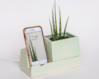 STAK Sprout Planter Phone Dock Mint