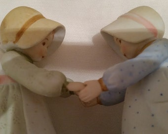 Holly Hobbie Designer Collection. Holly Hobbie Genuine Porcelain Figurines. 1980's Carefree Day Holly Hobbie Porcelain Two Friends/Sisters