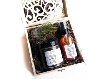 Mother's Day Gift Set Bridesmaids Gift set, Gift for Women, Girlfriend Gift, Mom Gift, Bath and Beauty, Monoi Body Scrub + Shimmering Oil