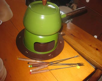 Vtg 70s Fondue pot on base with forks never used excellent shape made in Japan