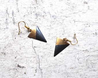 mini dark gray dipped brass arrow earrings