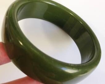 Bangle - simple vintage green plastic bangle