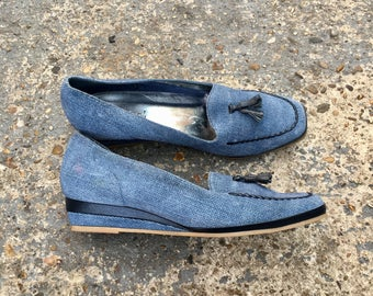 70s demin wedge shoes / vintage blue denim slip on mules / Van Dal shoes / size 7 / slip on shoes with tassel / 1970s footwear