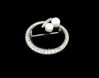 Rhinestone Circle Brooch with Pearls