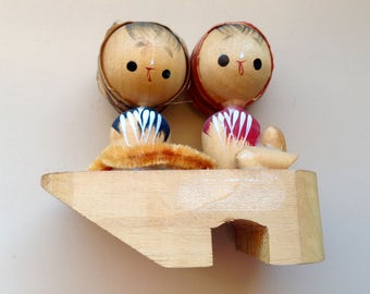 Vintage Asian Cute Couple on wooden Flip Flop Figurine
