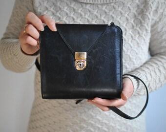 Vintage MESSENGER LEATHER BAG.............(348)