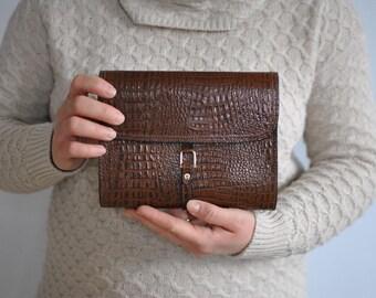 Vintage AIGNER leather clutch .............(057)
