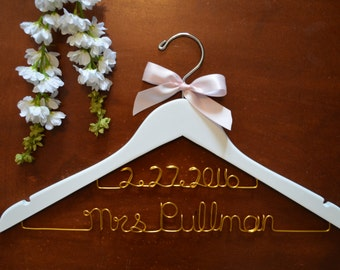 Personalized Bridal Hanger with Date, Wedding Dress Hanger, Bride Hanger, Mrs Hanger, Future Mrs Gift, Bride to be Gift, Name Hanger