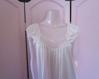 1960s Pale Pink Nylon Nightgown with Embroidery, Size S