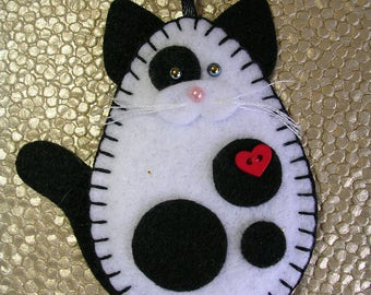 Black & White Cat Ornament, White and Black Cat Ornament, Felt Black and White Cat Ornament, Cat Christmas Ornament