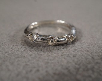 vintage sterling silver band ring with three faceted round white topaz stones, size 7  M2