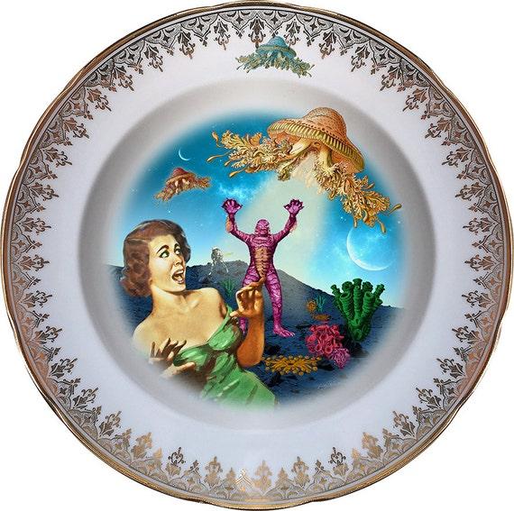 Screaming - Creature - Vintage Porcelain Plate - #0447