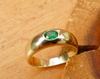 A vintage 9k yellow gold emerald ring.