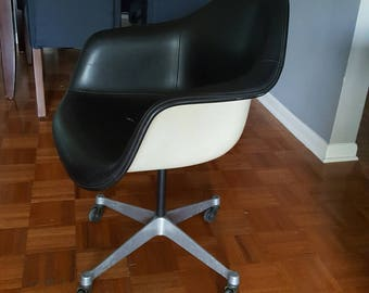 Original Herman Miller Eames chair 1971