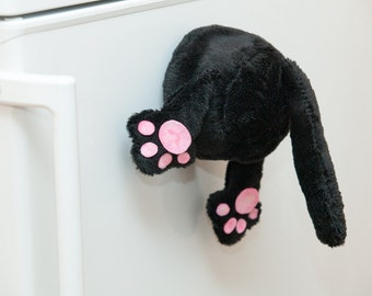 Cat magnet on fridge