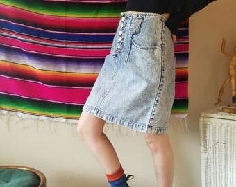 Extremely cute knee length denim skirt size 9