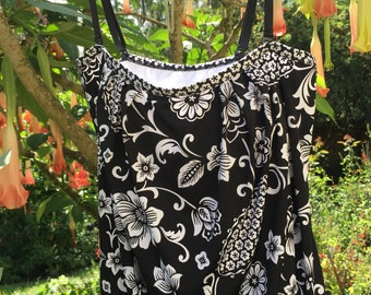 Womens Swim suit Tankini top black white florals Size Medium removable straps 24th & Ocean bathing suit top