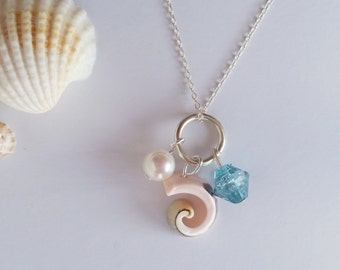 Curly shell with freshwater pearl and blue bead pendant necklace