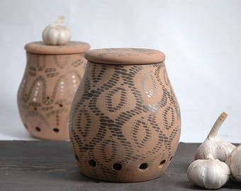Garlic keeper, Garlic holder, onion storage, Garlic jar, pottery garlic keeper, garlic canister