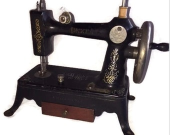 Linnea Sewing Machine-Antique Sewing Machine-Cast Iron-Crank Sewing Machine-Chicago Illinois-Made by Bergbom and Roberg-1920s-Gold Designs