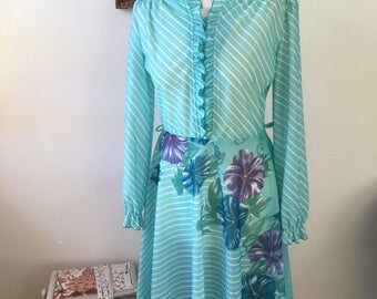 Early 1980s Light Blue Day Dress with Bold Pattern and Ruffle Collar Detail- VGC-Approx Size 10-12