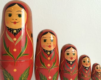 Vintage Russian Nesting Doll, Matryoshka Doll, 5 pieces