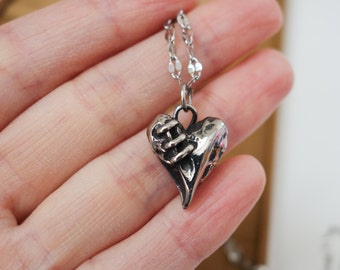Siver stiched heart pendant necklace
