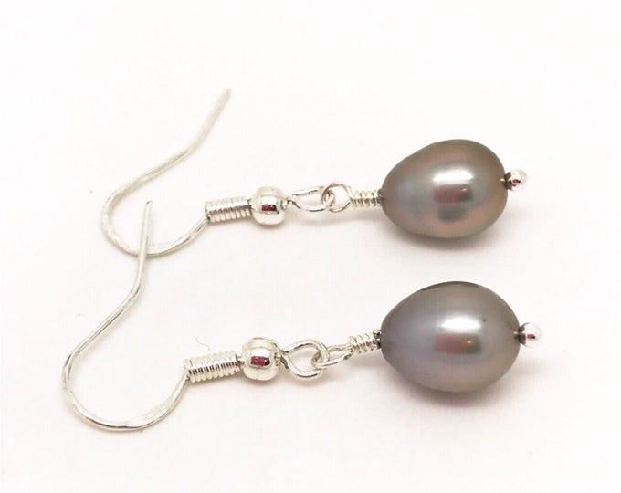Grey Pearl earrings, Silver Pearl earrings, Pearl Drop, Grey Pearl Jewelry, Dark grey earrings, dark grey pearl earrings