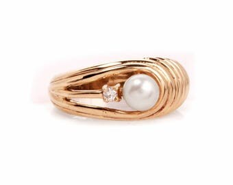 Vintage Diamond Pearl 14 k Yellow Gold Ring