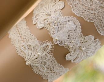 Cat Lace Garter, Kitty Lace Garter Set, Ivory Lace Pearl Garter, Ivory Wedding Garter Set, Vintage Lace Garter- TABITHA GARTER SET