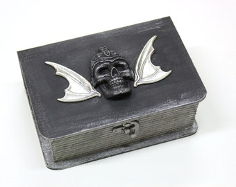Gothic jewelry box - wooden treasure box, mens jewelry box, trinket box with skulls and wings - Gothic art, Halloween