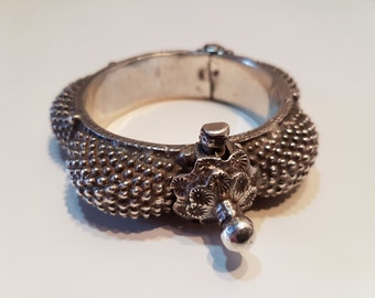 Old Rajasthan bracelet, old silver bracelet from India, Indian jewelry, ethnic bangle, Rajasthan jewelry, Tribal bracelet
