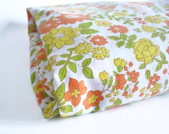 Single sheet with pretty flowers and elasticated corners, twin sheet with fitted corners