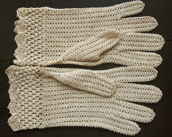 Vintage beige crochet gloves