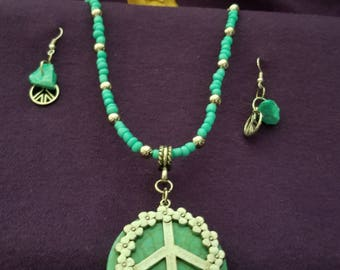 Beautiful turquoise peace sign necklace and earrings.
