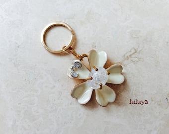 Cream Ivory Flower Shape  Keychain Gold Key Ring Purse Charm Gift Pretty
