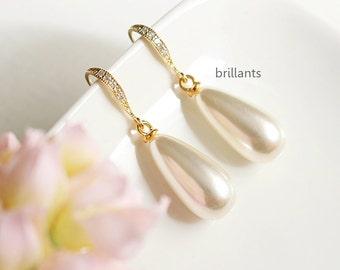 Teardrop Pearl earrings in gold, Bridesmaid jewelry, Everyday earrings, Bridesmaid earrings, Wedding earrings, Wedding jewelry