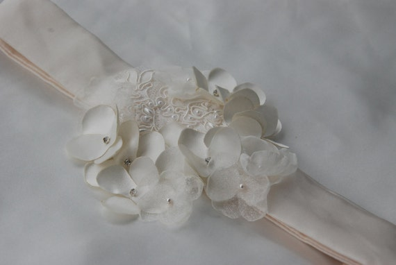 Ivory satin hydrangea bridal belt;ivory satin and lace flower bridal belt;sz 6 wedding belt