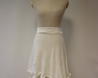 Delicate off-white linen skirt, XS size. Perfect for Summer, feminine look.