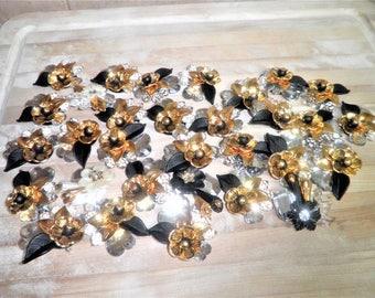 31 decorative plastic craft flowers