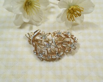 Beautiful Vintage Gold Tone And Enamel Bouquet Of Flowers Brooch With Rhinestones  DL#1782