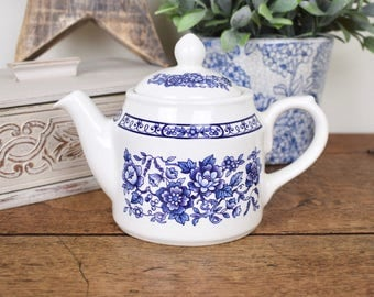 Vintage small teapot, blue and white pattern by Sadler, England
