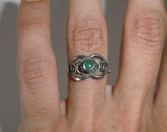 Sterling Ring with a green stone of true vintage ethnic 925 sterling silver