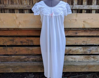 Vintage 1980s White With Lace Babydoll 100% Nylon Negligee / Night Gown