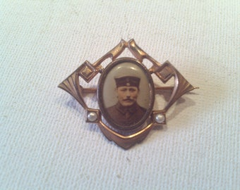 "Brooch with photo, ""Art Nouveau""."