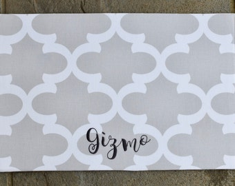 Personalized Dog Bowl Mat || French Grey Quatrefoil Pet Placemat || Water Repellent Custom Dog Feeding Station || Trendy Puppy Gift
