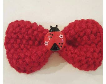 Ladybird barrette, ladybug barrette, red barrette, bow barrette, knitted accessories, gift for her, birthday gift, back to school