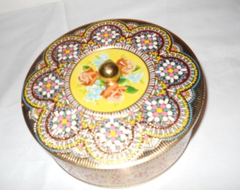 Beautiful gift tin container - made in England. Designed by Daher of Long Island NY.