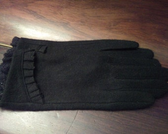 Gloves in black cashmere and lace color