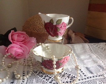 Pretty jug and bowl. Huge cabbage roses. Lovely condition .